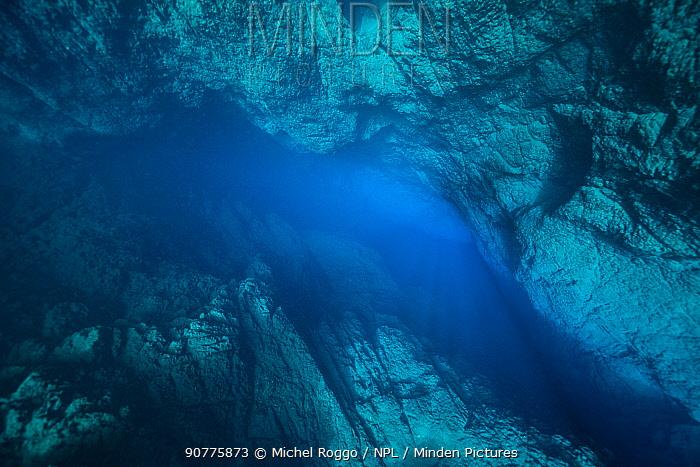 Lagoa Misteriosa at the bottom of a sink hole in limestone region, Serra da Bodoquena (Bodoquena Mountain Range), Mato Grosso do Sul, Brazil November 2016 . Photographed for The Freshwater Project