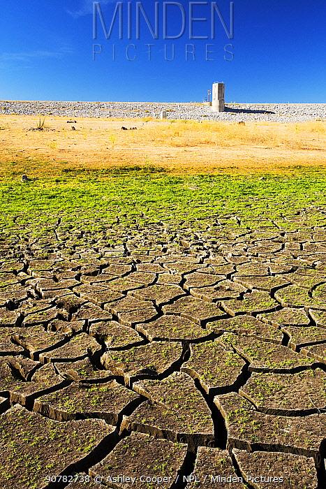 Lake Isabella near Bakersfield, at less than 13% capacity during the 2012-2017 California drought. California, USA, September 2014.