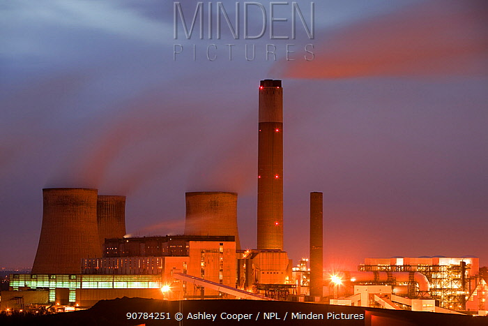 Ratcliffe on Soar coal fired power station at dusk in Leicestershire, England, UK. November 2009.