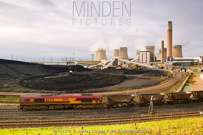 Ratcliffe on Soar coal fired power station in Nottinghamshire, England, UK, November 2004.