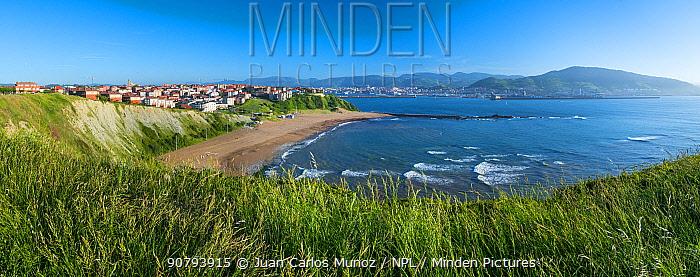 Arrigunaga beach and the Cantabrian Sea, Getxo, Biscay / Bizkaia, Basque Country, Spain. June 2017.