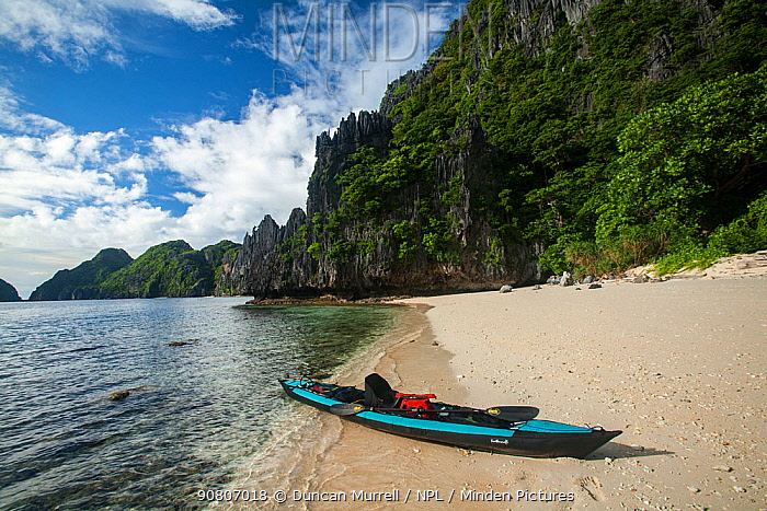 Kayak in the entrance channel to the Big Lagoon, Miniloc Island at low tide, Bacuit Archipelago, Palawan, the Philippines.