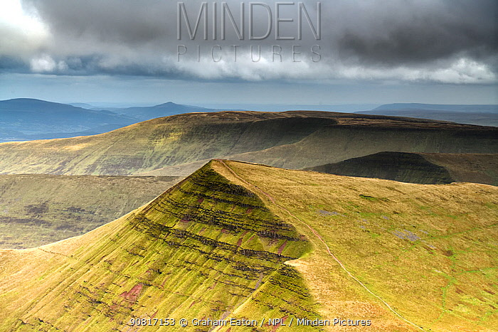 View towards Cribyn from Pen y Fan in the Brecon Beacons National Park, Wales, September. The outcrops of Devonian age, Old Red Sandstone forms escarpments carved by glaciers during the last ice age.