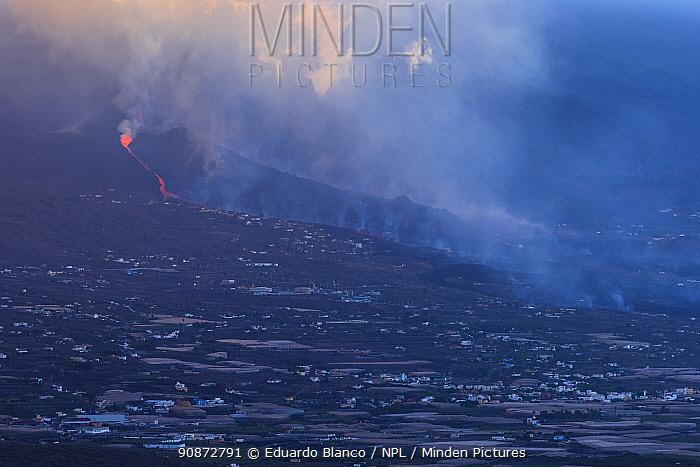 Smoke-filled sky and lava flow, Cumbre Vieja Volcano, La Palma, Canary Islands. Spain. Europe. September 2021.