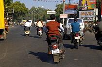 Motorbikes on busy main road in Nagpur, Maharashtra, India, 2005  -  Michael W. Richards/ npl